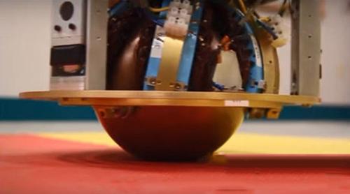 以球为脚走四方 虫球机器人SIMbot逗趣来袭
