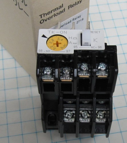 扩展:可直接从电流,电压互感器接入信号,现场可编程设置输入参数变比