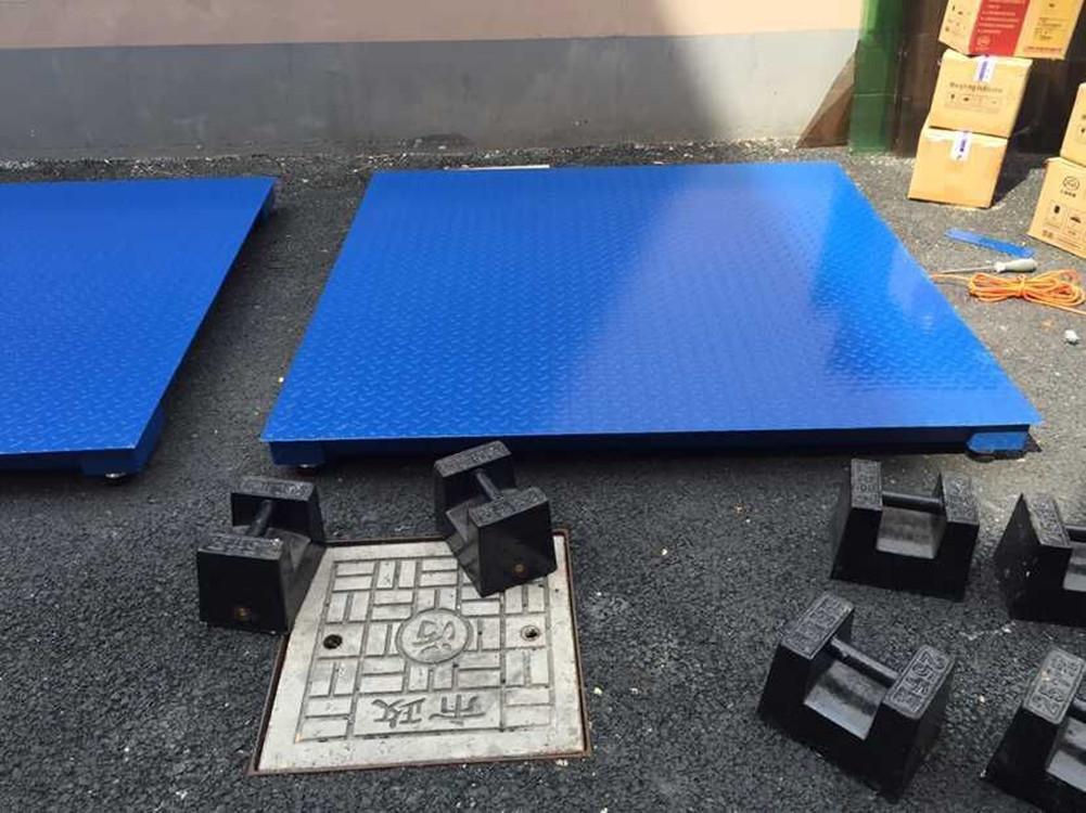10mm厚的平板钢或花纹钢;表面四层油漆防锈处理; 吨位 500kg 1t 2t 3t